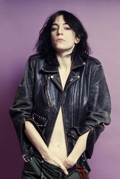 Listen to music from Patti Smith like Because the Night, Dancing Barefoot & more. Find the latest tracks, albums, and images from Patti Smith. Patti Smith, Pop Punk, Pink Floyd, Photo Rock, Musica Punk, Kate Lanphear, Lynn Goldsmith, Just Kids, Divas