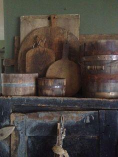 Dough boards and buckets Primitive Kitchen, Primitive Antiques, Country Primitive, Primitive Decor, Prim Decor, Country Decor, Rustic Decor, Country Living, Wooden Bread Board