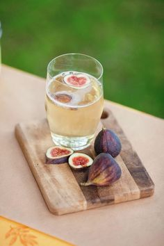 figs + champagne! Just beautiful. Good enough for a wedding or a treat on a quiet afternoon. Shoot, I'll any excuse to drink this one.