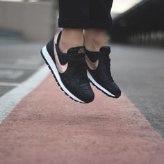 sports shoes 93b05 b3162 Nike Wmns Air Pegasus 83 Premium Quilted - Black   Metalic Rose Gold -  807395 001