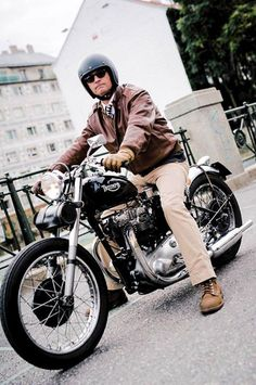 Triumph Bobber #motorcycles #bobber #motos | caferacerpasion.com