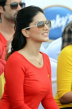 Hot bollywood actress Sunny Leone in stunning red t-shirt at - Mumbai Heroes Vs Telugu Warriors match held in Dubai. Indian Bollywood Actress, Beautiful Bollywood Actress, Indian Film Actress, Most Beautiful Indian Actress, South Indian Actress, Beautiful Actresses, Indian Actresses, Sunny Pictures, Black Top And Jeans