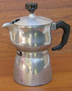 CAFFEXPRESS: This is a very cool and scarce vintage Italian Espresso maker. I have one and it makes good coffee. Cappuccino Maker, Cappuccino Machine, Espresso Maker, Espresso Coffee, Best Coffee, Coffee Maker, Italian Espresso, Best Espresso Machine, Popular Drinks