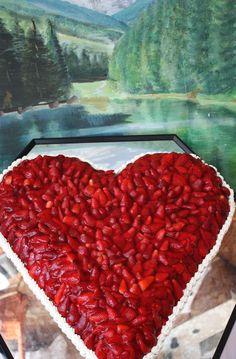 Hochzeitstorte Erdbeer-Herz - Strawberry heart wedding cake  www.riessersee.com