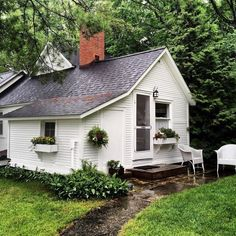 the art of slow living — The Fresh Exchange Small Cottages, Cabins And Cottages, Little Cottages, Cute Cottage, Cottage Style, Farm Cottage, Cottage Ideas, Cottage Living, Cottage Homes