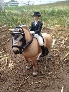 Bareback ride HMF Photo by HorseShowStar Farm Animal Toys, Farm Animals, Horse Stalls, Horse Tack, Schleich Horses Stable, Bareback Riding, Nickers, Bryer Horses, Chestnut Horse