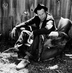 Голландский фотограф Антон Корбайн вот уже на протяжении тридцати пяти лет снимает культового американского музыканта Тома Уэйтса.