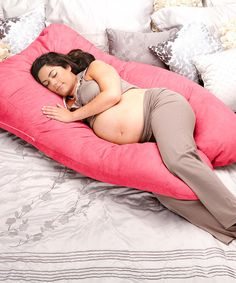 zulily is proud to offer the Oggi Elevation Complete Body Positioning System, a patent-pending product boasting years of research and development. The Elevation is a wedge-based body positioning pillow system designed especially for pregnant women. Featuring a gusseted transition that contours to the shoulder as well as lumbar and knee supports, it is essential for providing proper positioning to get restful sleep. Designed to cradle mamas-to-be while sleeping an...