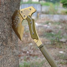 This Tomahawk Themed Camping Hand Axe would make a great addition to any survival or camping kit, rather than just your normal axe. Ninja Weapons, Weapons Guns, Swords And Daggers, Knives And Swords, Hand Axe, Beil, Armas Ninja, Cool Swords, Cool Knives