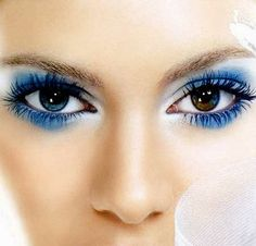best advice: You can never have too much blue eyeshadow. [ does she have 2 different colour eyes? Or is it a refection of the blue eyeshadow? Blue Eye Makeup, Love Makeup, Makeup Tips, Beauty Makeup, Makeup Looks, Hair Makeup, Hair Beauty, Makeup Ideas, Peacock Makeup