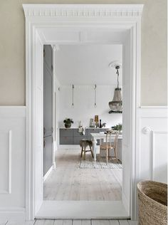Marchetaria: what is it, types and photos of inspiring environments - Home Fashion Trend Style At Home, Küchen Design, Interior Design, Country Look, Style Loft, Scandinavian Kitchen, Swedish Design, Home Living, Beautiful Kitchens