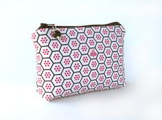 zipper pouch cosmetic bag pink and brown bee by atomique47 on Etsy - Tuck mini art supplies, secret snacks or make up in this geometric print holder - by #atomique47 #SFEtsy