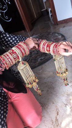 Indian Bride Dresses, Indian Bridal Outfits, Indian Bridal Lehenga, Indian Bridal Fashion, Indian Wedding Jewelry, Bridal Dresses, Red Lehenga, Wedding Chura, Wedding Wear