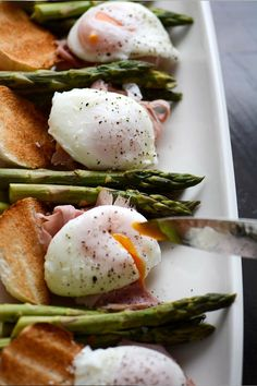 How to make the perfect Poached Eggs | via Olive Dip