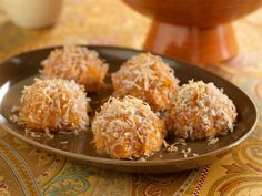 Bola-bola ubi tabur kelapa ~  Coconut sprouts balls. It was sweet and tasty