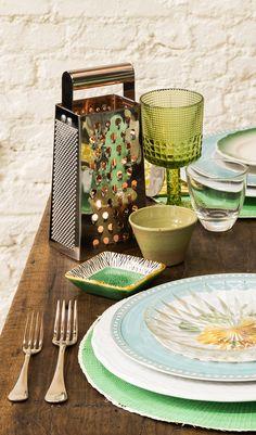 Natal Panelinha: O ralador vira iluminação para a mesa da ceia. Rita Lobo, Table Settings, Table Decorations, Tableware, Inspiration, Furniture, Home Decor, Creative Decor, Creativity
