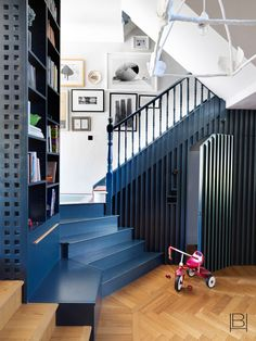 Manchester Home, Beata Heuman, Bed Nook, Scandinavian Apartment, Craftsman Bungalows, Interior Design Companies, Farmhouse Design, Mid Century Design, Room Colors