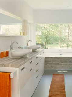 I love the sinks in this bathroom!
