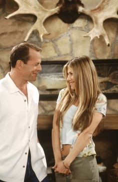 Paul Stevens (guest star Bruce Willis), Rachel Green (Jennifer Aniston) ~ Friends ~ Episode Stills ~ Season 6, Episode 22: The One Where Paul's the Man