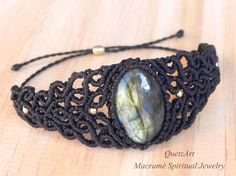 Macramé Bracelet 'ISHWARI'. LABRADORITE healing stone.