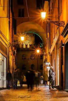 Bologna, Via Clavature, - grazie a Imp Imp per averci inviato la foto Italian Lifestyle, Bologna Italy, Places In Italy, Italian Beauty, Italy Travel, Italy Trip, Countries Of The World, Sicily, Tuscany