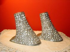 Art deco/ flapper Vintage Metal High Heels with Rhinestones. These sold for twenty five dollars recently! Wish I'd seen them in time. 1920s Shoes, Art Nouveau, Art Deco, High Heels, Shoes Heels, Satin Shoes, Rhinestone Heels, Ad Art, Roaring Twenties