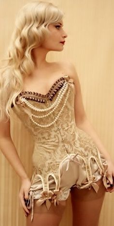 steampunk-girl:Steampunk GirlSteampunk Girl Twitter #corset