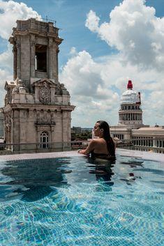 Ne manquez pas votre passage à La Havane en préparant au mieux votre séjour dans la capitale cubaine #cuba  #LaHavane #caraïbes #voyage #hotel Vinales, Viva Cuba, Destinations, Blog Voyage, Tower Bridge, Places To Go, Wanderlust, Around The Worlds, Vacation