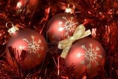 Bring the joyful feeling of Christmas ornaments not only for decorations but also to share as gift of the Xmas holidays among your buddies s. Red Christmas Ornaments, Christmas Balls, Free Christmas Desktop Wallpaper, Xmas Holidays, Joy, Holiday Decor, Pictures, Gifts, Christmas Baubles