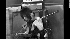 Jimi Hendrix in the recording studio in London. Jimi Hendrix Experience, Rock And Roll Artists, Band Of Gypsys, Hey Joe, Psychedelic Music, Rockn Roll, Blues Rock, Recording Studio, Rare Photos