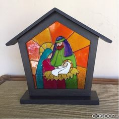 EL REGALO IDEAL SAGRADA FAMILIA EN VITRAL en Asunción Nativity Crafts, Christmas Nativity, Christmas Art, Holiday Crafts, Christmas Decorations, Christmas Ornaments, Stained Glass Designs, Stained Glass Projects, Stained Glass Patterns