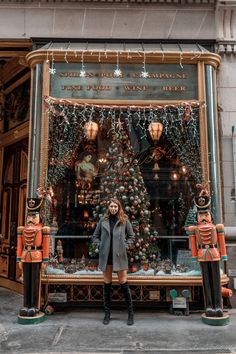 It is the most wonderful time of the year, and what makes it more wonderful is spending Christmas in New York City! Below are my ideas on how to spend Christmas in New York with family, friends, or your significant… View Post New York Vacation, New York City Travel, Vacation Trips, Vacation Destinations, Vacation Ideas, Vacations, New York Winter, New York Weihnachten, Manhattan