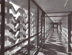 Passilo interior del Hospital General de Ciudad Juárez (ISSSTE), Envolvente Conjunto Pronaf 4, Ana Elena Auza, Ciudad Juárez, Chihuahua, México 1964  Arq. Enrique Yáñez -  Interior hallway of the General Hospital of Cuidad Juarez, Chihuahua, Mexico 1964