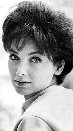 """Suzanne Pleshette in 1979, when she starred with Dom DeLuise in the comedy film """"Hot Stuff."""" Golden Age Of Hollywood, Classic Hollywood, Suzanne Pleshette, Tippi Hedren, Female Movie Stars, Classic Actresses, Actors & Actresses, Famous Faces, Vivien Leigh"""