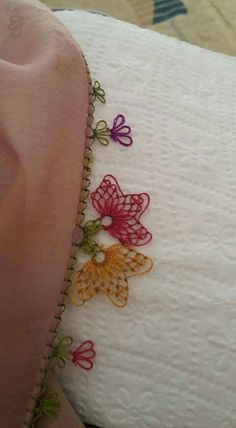 This Pin was discovered by Tuğ Needle Lace, Bobbin Lace, Crewel Embroidery, Cross Stitch Embroidery, Tatting, Lace Art, Lace Making, Bargello, Crochet Scarves