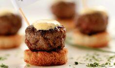 Petiscos, canapés e minissanduíches: receitas práticas para receber em casa - Culinária - MdeMulher - Ed. Abril - Minibúrguer de carne