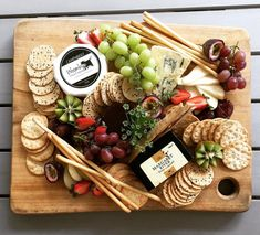 If we did business platters we would need to consider location (pick-up only) Appetizer Table Display, Appetizers Table, Yummy Appetizers, Party Food Platters, Cheese Platters, Simple Cheese Platter, Grazing Platter Ideas, Cheese Board Display, Funeral Food