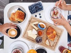Brunch in Zürich 2020 Lokal, Waffles, Dairy, Cheese, Breakfast, Ethnic Recipes, Food, Brunch Ideas, Food Food