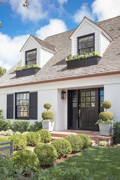 Front Door Colors that Bring Out the Beauty in Your Brick House Red Brick Exteriors, White Exterior Houses, Brick Facade, House Paint Exterior, Dream House Exterior, Exterior House Colors, White Washed Brick Exterior, Exterior Design, Orange Brick Houses