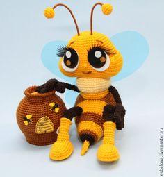 """Обучающие материалы ручной работы. Ярмарка Мастеров - ручная работа. Купить Мастер-класс по вязанию """"Пчёлка с горшочком мёда"""" (крючок). Handmade."""