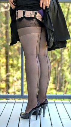 New black seamed stockings for curvy people! Silk Stockings, Stockings Heels, Nylons Heels, Stockings And Suspenders, Stockings Lingerie, Black Stockings, Vintage Stockings, Fully Fashioned Stockings, Legs