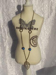 "Collier ""Douce feuille bronze et perles bleues"" crée par Perles in the sky : Collier par perles-in-the-sky"