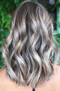Silver Ash Blonde Highlights | It's time for a color change. Among the many hair color trends for 2018, hues with a little smoke are on the rise to the top. Traditional blondes and brunettes covered with a veil of gray are the ultimate cool-girl hair color now. These ash blonde hair colors are all over Instagram and Pinterest too. If that color sounds a little too out there for you, there are some subtle ash blonde trends that might surprise you too. Take a peek at a few of our favorites.