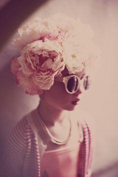 ©Melanie Rodriguez for papier mache #7 style Deborah Sfez flowers cape Lucille Michieli