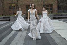 Nové trendy pre svadobné šaty? Čipka a odhalené ramená  Inšpiráciu pre budúce nevesty priniesol Týždeň svadobnej módy v New Yorku.