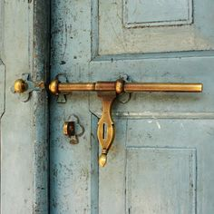 Love the antique door handle and its worn dusk blue door. Knobs And Knockers, Door Knobs, Door Handles, Door Latches, Old Doors, Windows And Doors, Front Doors, Barn Doors, Sliding Doors