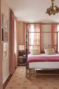 wohnideen schlafzimmer lange gardinen teppichmuster wanddeko
