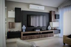 Home Theaters: 40 projetos de CasaPRO para você ter um cinema em casa - Casa Home Theaters, Home Cinemas, Tv Unit Design, Studio Living, Log Homes, Home Interior Design, Sweet Home, House Design, Furniture