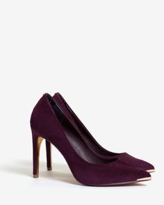 Pointed leather court shoes