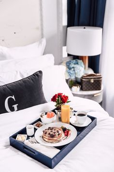 ideas breakfast in bed tray sunday morning coffee San Diego Breakfast, Hotel Breakfast, Breakfast Tray, Birthday Breakfast, Best Breakfast, Breakfast Healthy, Breakfast Ideas, Sunday Morning Coffee, Morning Breakfast
